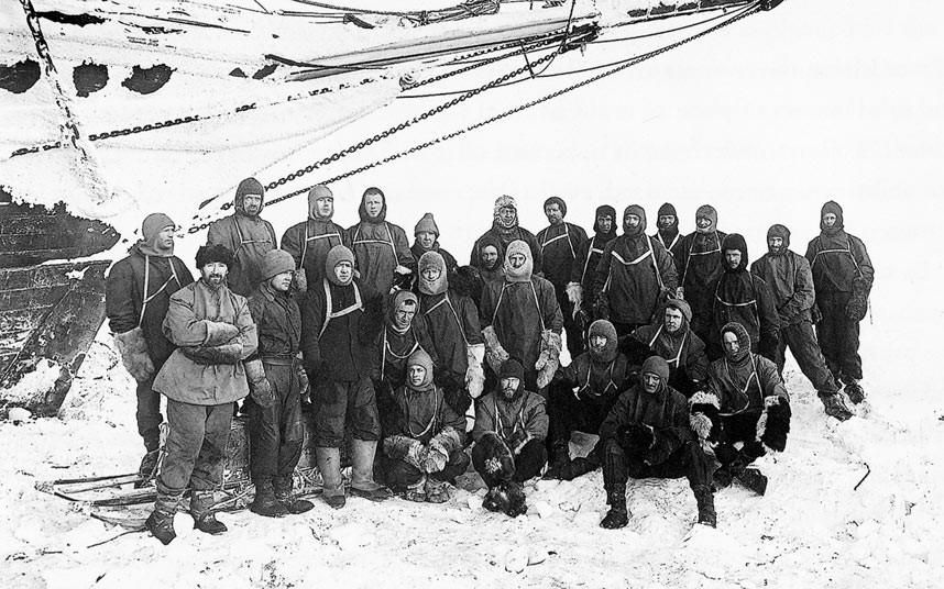 A híres angol felfedezők és Antarktisz kutatók, Shackelton és Scott expedíciós csapata.