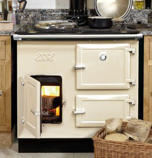 Gyönyörű fehér széndioxid-semleges Esse 'Woodfired' fatüzelésű tűzhely, mely 2006-ban bemutatása.